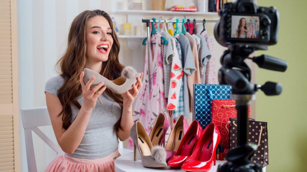 50 ý tưởng kinh doanh thời trang cho các tín đồ thời trang - Trở thành một YouTuber thời trang
