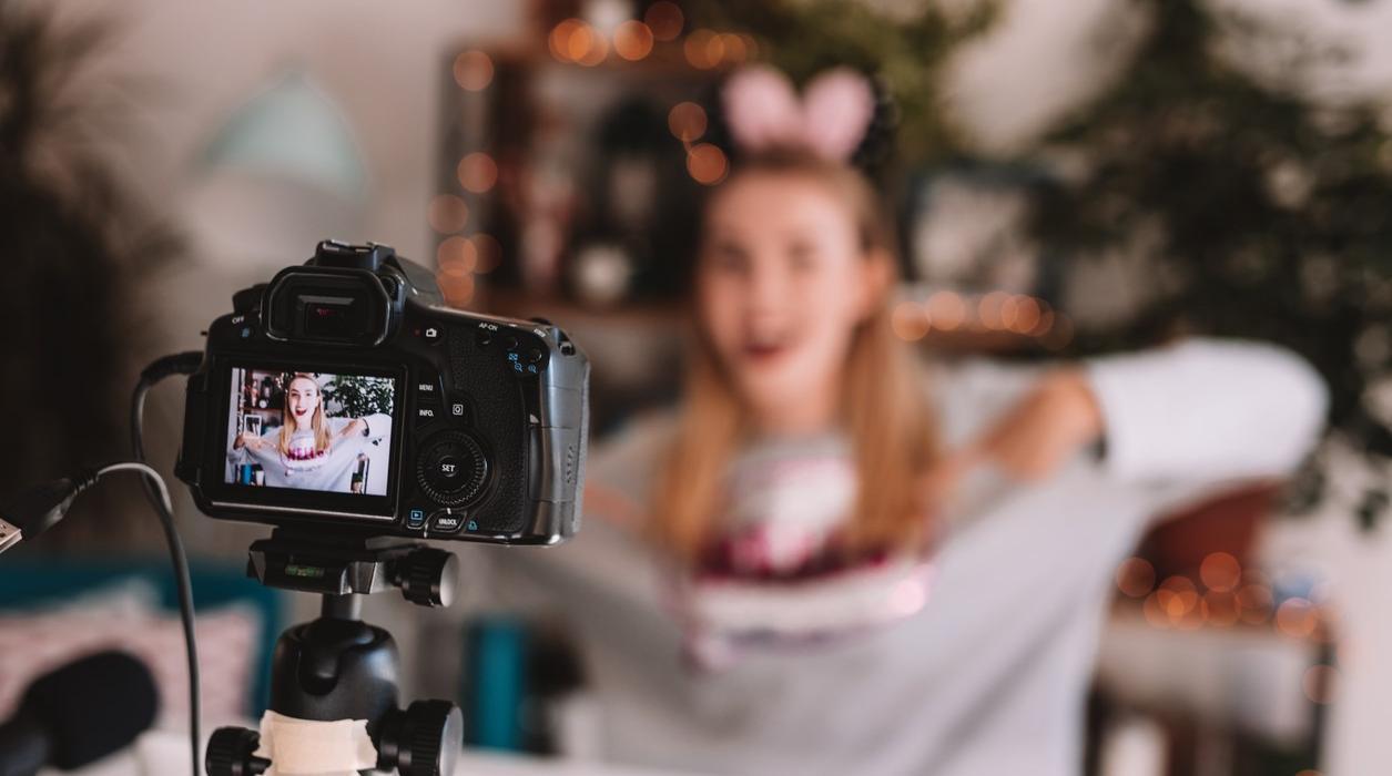 Cách thứckiếm tiền: trở thành Blogger, Vlogger