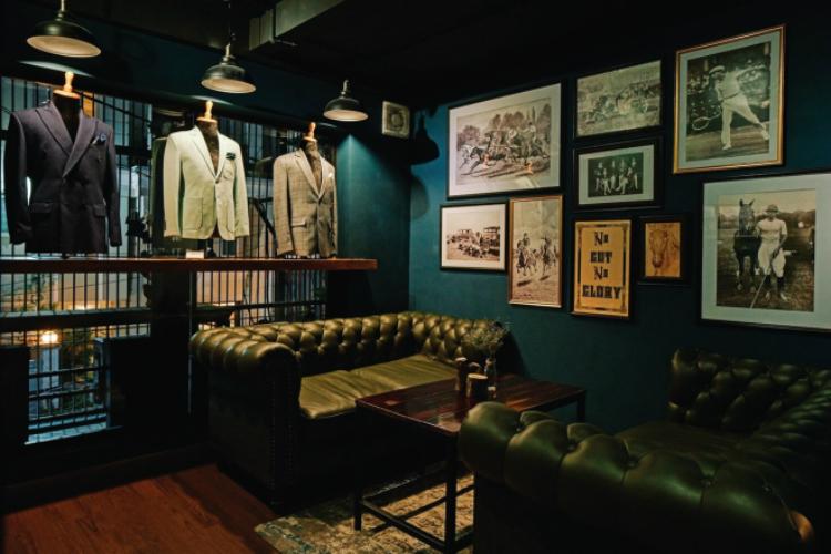 Khu vực lifestyle của Small Vacancy là nơi thể hiện phong cách sống qua nét đặc trưng của văn hóa nước Anh, khuyến khích quý ông chú trọng hơn vào vẻ bề ngoài thông qua trang phục suit và quan tâm đến các môn thể thao tốt cho sức khỏe như quần vợt, cưỡi ngựa. Ảnh: NVCC.