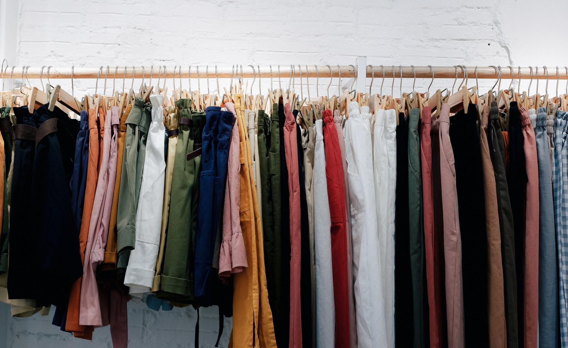 Bán quần áo second hand là cách kiếm tiền nhanh cho các bạn say mê thời trang
