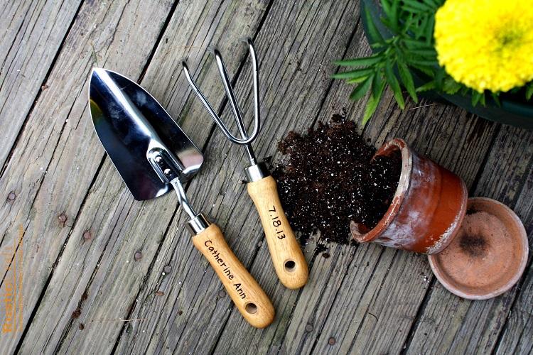 Ngoài kinh doanh cây cảnh online nhớ bán thêm dụng cụ làm vườn