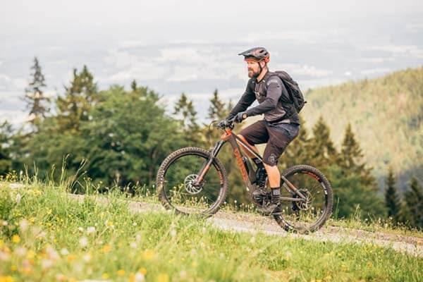 Đạp xe đạp leo núi