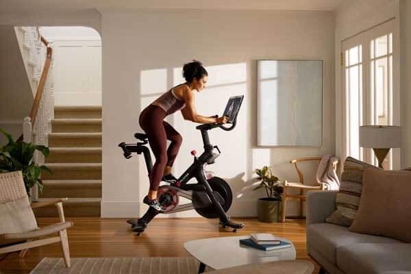 Đạp xe đạp tập thể dục tại nhà