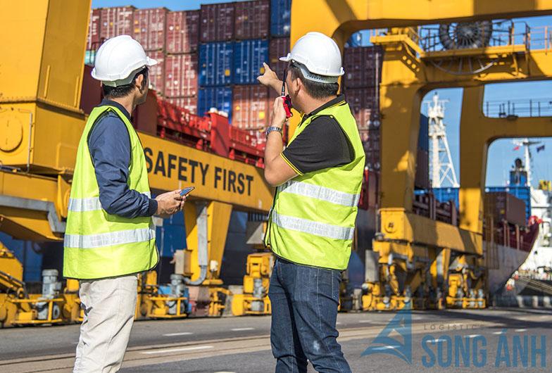 Những vị trí việc làm trong ngành xuất nhập khẩu, Logistics - Học ra làm gì